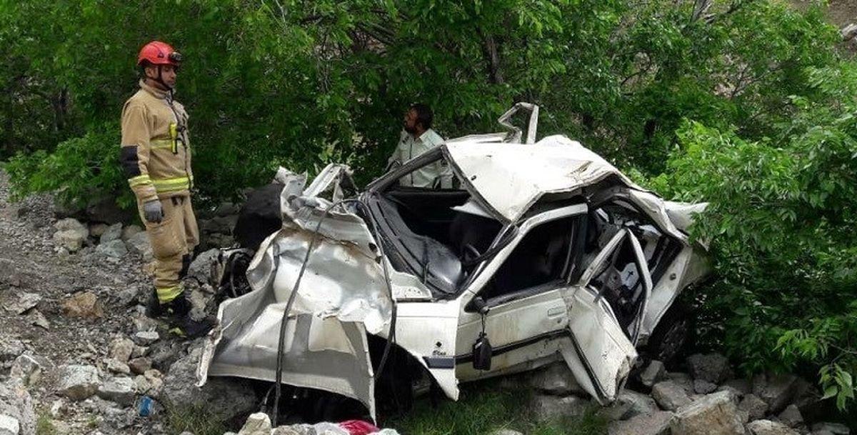 سقوط یک دستگاه پراید در دره+عکس