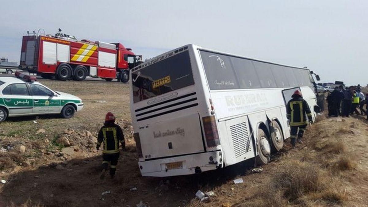 فوری؛ واژگونی یک اتوبوس با 37 سرنشین در جاده دامغان